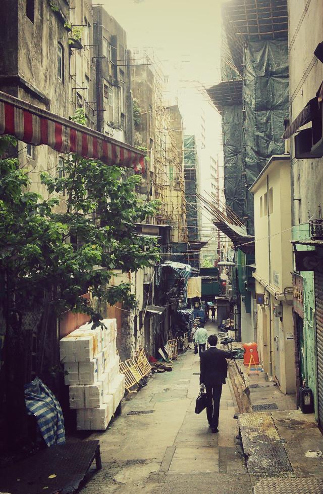 #cityview #oldneighborhood #urbanandstreet #foggymorning #people #moments #urbanexploration #cityphotography